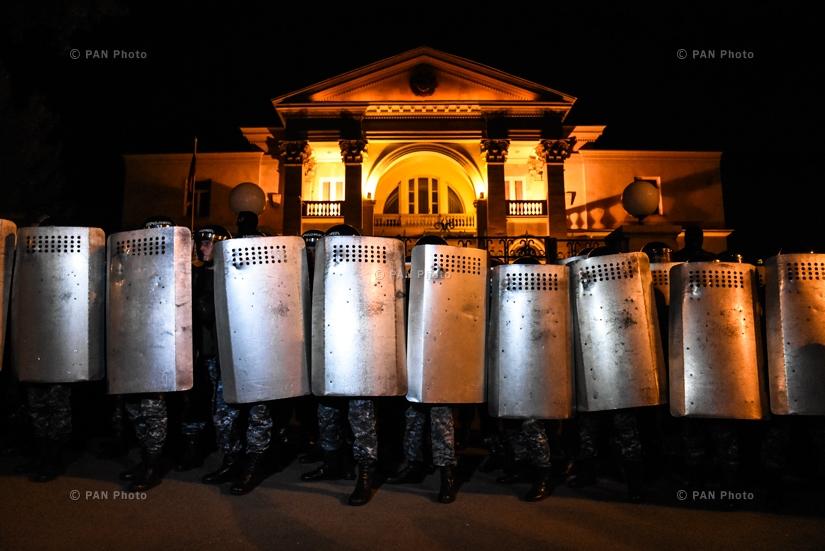 Բաղրամյան 26-ում գտնվող նորընտիր վարչապետի նստավայրն օր ու գիշեր ոստիկանական պատնեշ է պաշտպանում, 18.04.18