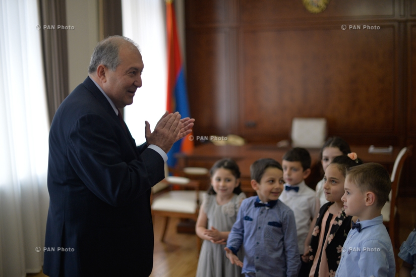Armenian President Armen Sarkissian hosts a group of children from Preschool n. 7
