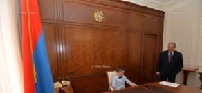 Президент РА Армен Саркисян принял группу воспитанников ереванского подготовительного колледжа №7