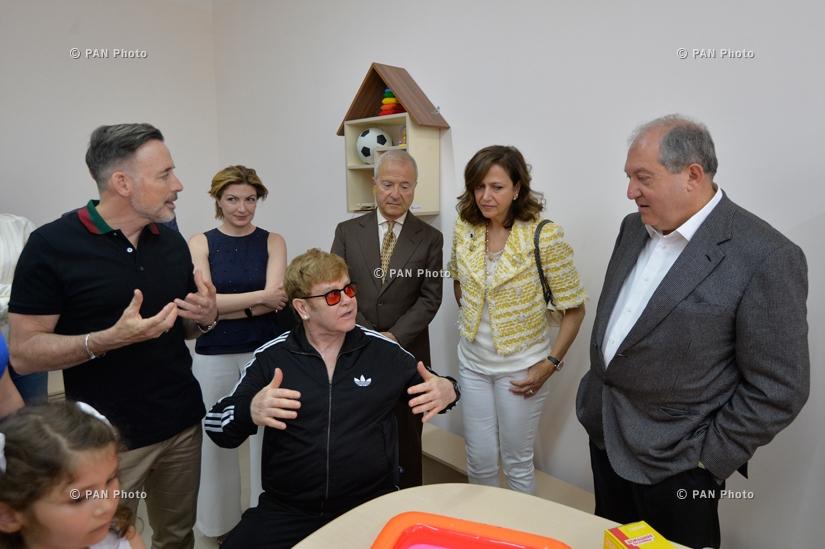 Նախագահ Արմեն Սարգսյանը հյուրընկալել է աշխարհահռչակ երգիչ Էլթոն Ջոնին
