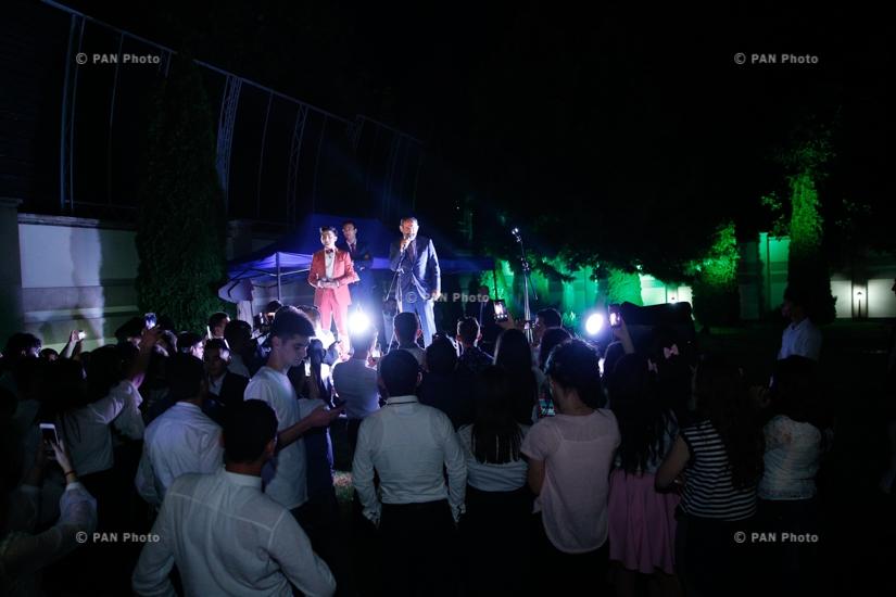 Armenian Prime Minister Nikol Pashinyan hosts graduates from border communities