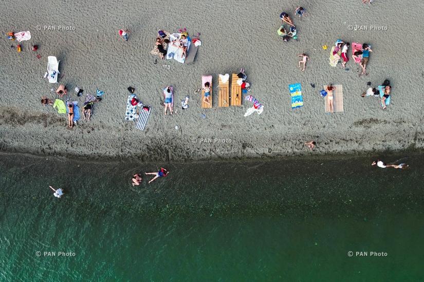 На берегу озера Севан, Гегаркуникская область, Армения