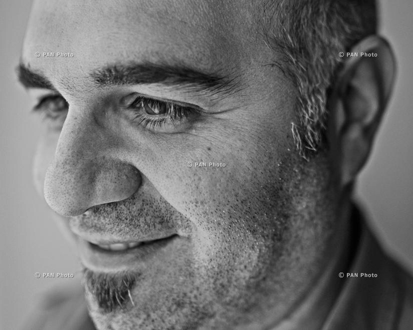 Րաֆֆի Նիզիբլյան, Մոնրեալ, Կանադա, հաղորդակցման մասնագետ, ռեժիսոր. Ծնվելով Հորդանանում, մանկությունն անցկացնելով Քուվեյթում, իսկ պատանեկությունն ու երիտասարդությունը` Մոնրեալում` Րաֆֆին ի վերջո կանգ առավ Հայաստանում։ 2003-ին ընտանիքով Երևան տեղափոխվելու որ