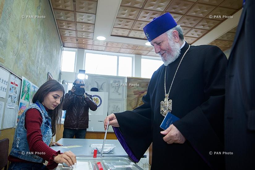 Ամենայն հայոց կաթողիկոս Գարեգին Բ-ն քվեարկել է ԱԺ արտահերթ ընտրություններում