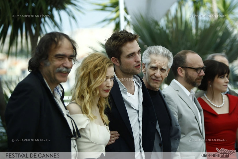 (From L) Portugese producer Paulo Branco, Canadian actress Sarah Gadon, British actor Robert Pattinson, Canadian director David Cronenberg, US actor Paul Giamatti, Canadian actress Emily Hampshire