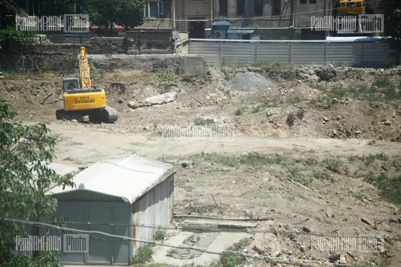 Construction in the yard of 106 Nalbandyan street