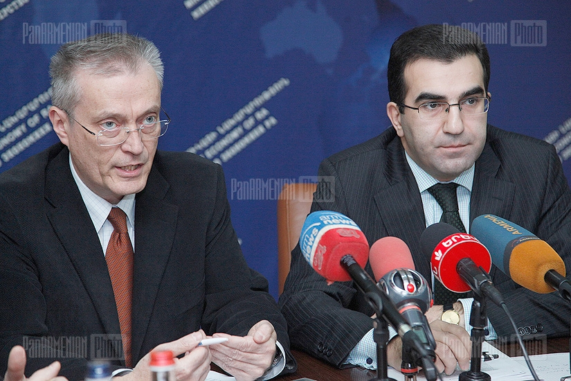 Joint press conference of RA deputy minister of economy Garegin Melkonyan and SATTO team leader Patrick Mousnier-Lompré