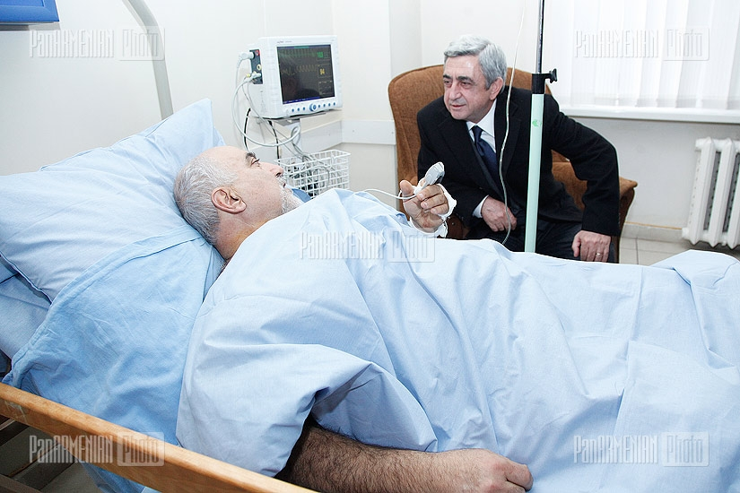 Serj Sargsyan visits Paruyr Hayrikyan, who is in Medical Center