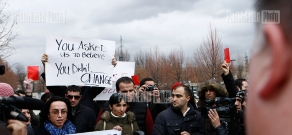 Activists made  protest  in front of the US Embassy in Armenia towards the congratulation by US President Barack Obama towards Armenian President Serzh Sargsyan