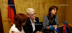 Armenian Deputy Minister of Science and Education Karine Harutyunyan and EU Support to Communication on Reforms in Armenia project head Ehtel Halliste sign memorandum on cooperation
