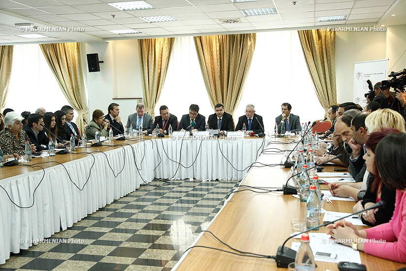 Обсуждение на тему «Четыре годы восточного партнерства: Результаты и вызовы: Точки зрения армянских политиков и экспертов»