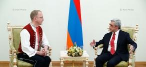 Newly appointed Czech ambassador to Armenia Tomas Pernitsky hands his credentials to RA president Serzh Sargsyan
