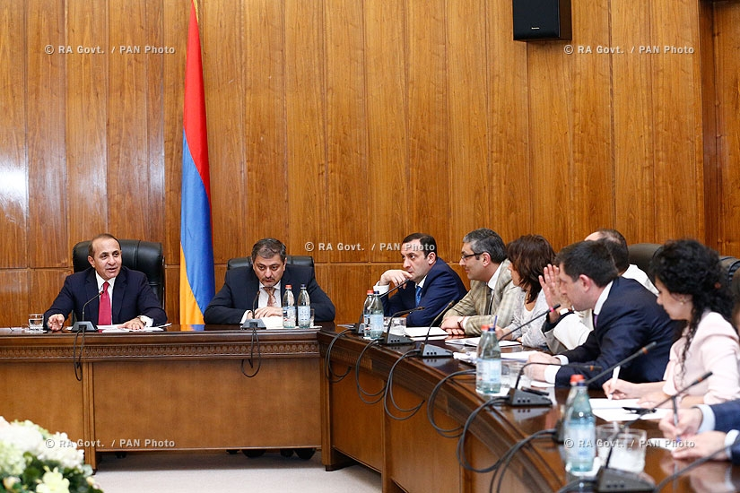 RA Govt.: Prime minister Hovik Abrahamyan receives Byuzand Street residents