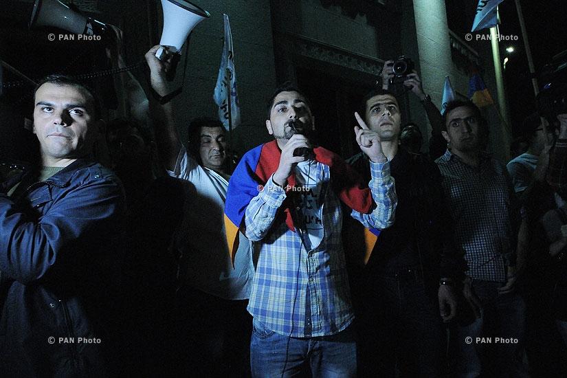 «Դեմ եմ» նախաձեռնության բողոքի ցույցը նախագահի նստավայրի դիմաց