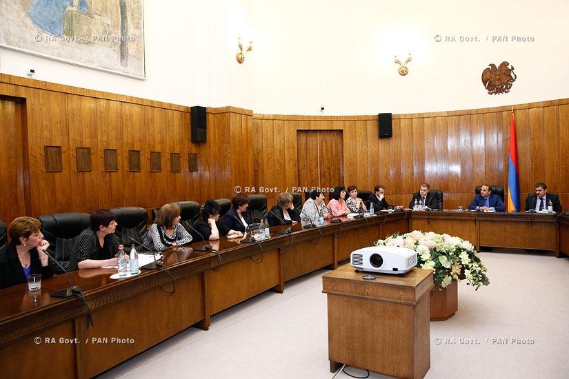 RA Govt.: Prime minister Hovik Abrahamyan receives Firdus Street residents
