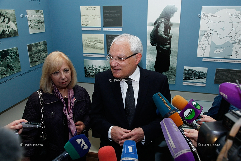 Անդրանիկ Օզանյանի ձեռագրերի բնօրինակները հանձնվեցին Հայաստանի պատմության թանգարանին