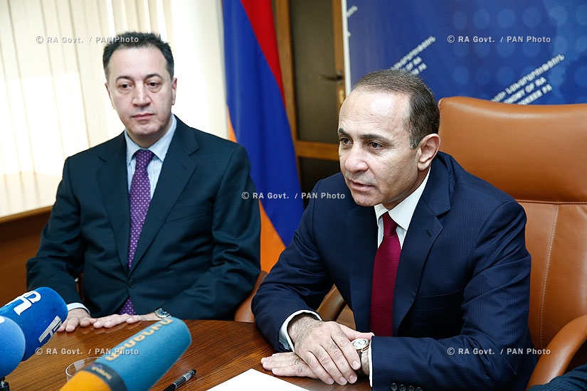RA Gvot.: Prime minister Hovik Abrahamyan introduced newly appointed Minister of Economy Karen Chshmarityan to the Ministry's staff
