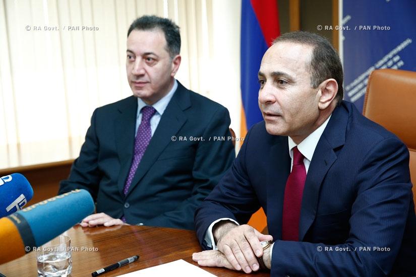 Правительство РА: Премьер-министр Овик Абрамян представил сотрудникам министерства экономики новоназначенного министра Карена Чшмаритяна