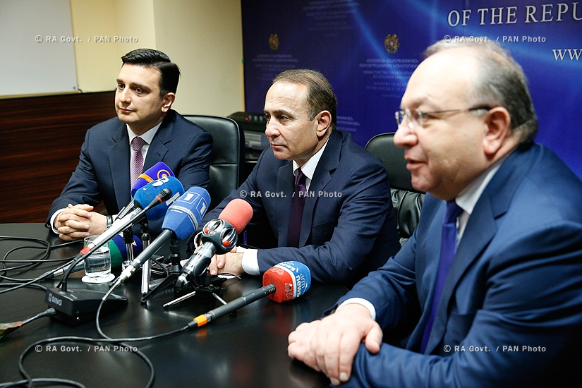 RA Govt.: Prime minister Hovik Abrahamyan introduces newly appointed Minister of Health Armen Muradyan