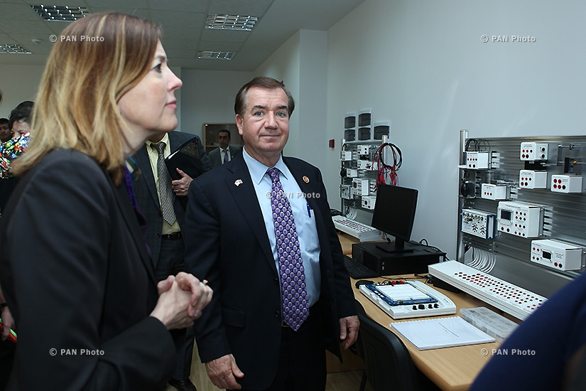 Конгрессмены США посетили Национальную инженерную лабораторию Армении