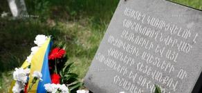 Возложение венков к мемориальной доске памяти Чернобыльской катастрофы в Ереване