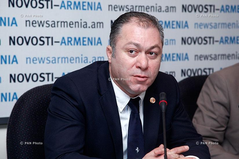 AJA vice president Artak Udumyan and Deputy Minister of economy Tigran Harutyunyan sign an agreement and give press conference