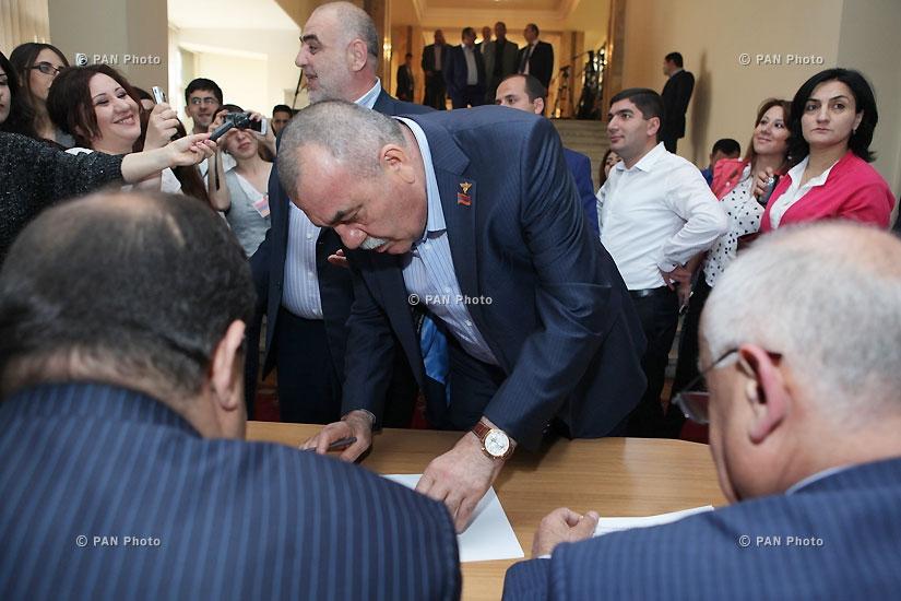 Началось тайное голосование по избранию спикера парламента Армении
