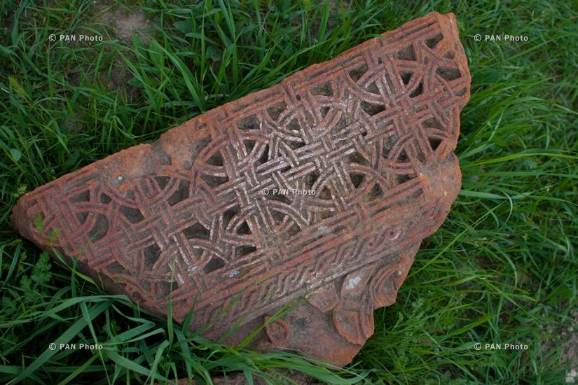 Առինջի գերեզմանոց. 5-20-րդ դարերի չցանկապատված ու չհսկվող 191 խաչքար, 2 կոթող և 26 տապանաքար