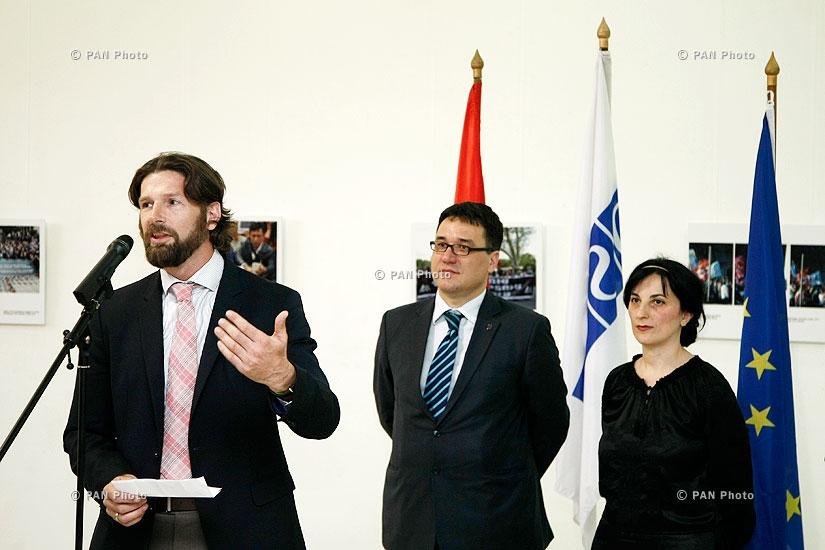 Открытие четвертой фотовыставки под названием «Свобода прессы: право на получение информации»