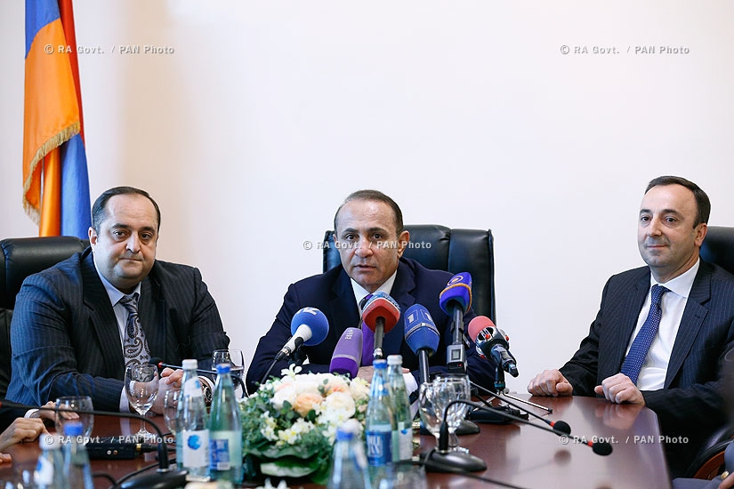 RA Govt.: Prime minister Hovik Abrahamyan introduces newly appointed Minister of Justice Hovhannes Manukyan