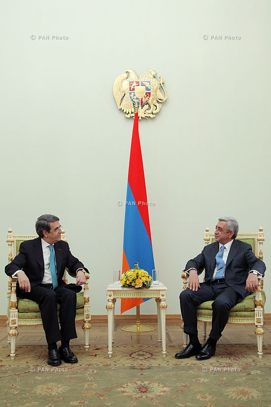 Portuguese Ambassador to Armenia Mário Godinho de Matos hands his credentials to RA president Serzh Sargsyan