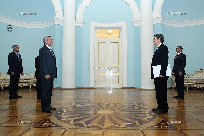 Portuguese Ambassador to Armenia Mário Godinho de Matos hands his credentials to RA president Serzh Sargsyan