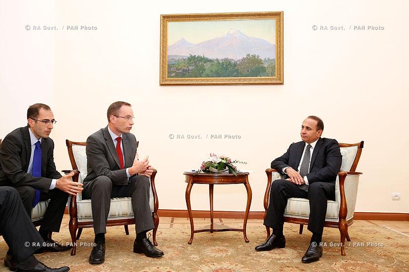 RA Govt.: PM Hovik Abrahamyan receives Amundi-ACBA Asset Management delegation