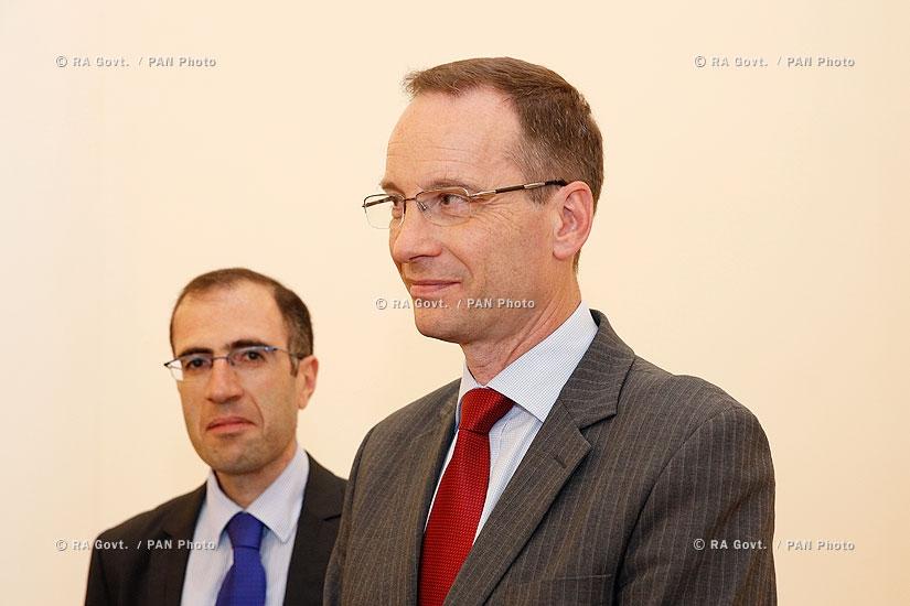 Правительство РА: Премьер Овик Абрамян принял делегацию «Амунди-АКБА Ассет Менеджмент»