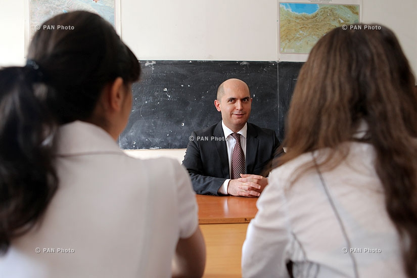 В Ереване стартовали экзамены претендентов на получение права руководства общеобразовательным учебными заведениями
