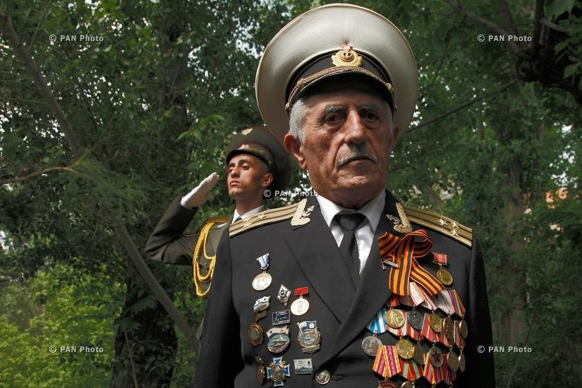 Митинг у 15 памятников-родников в Разданском ущелье в честь молодых героев, павших в боях Великой Отечественной войны