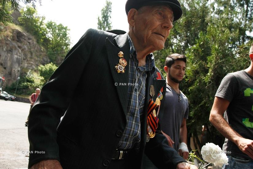 Հրազդանի կիրճում 15 հուշարձան-աղբյուրի մոտ Մեծ Հայրենականի տարիներին զոհված հերոսների հիշատակին նվիրված հավաք
