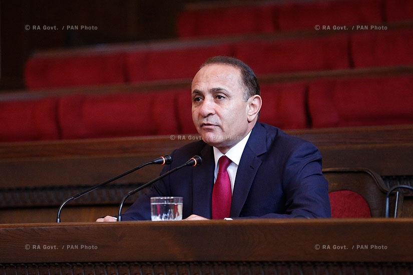 RA Govt.: Prime minister Hovik Abrahamyan receives Armenian entrepreneurs