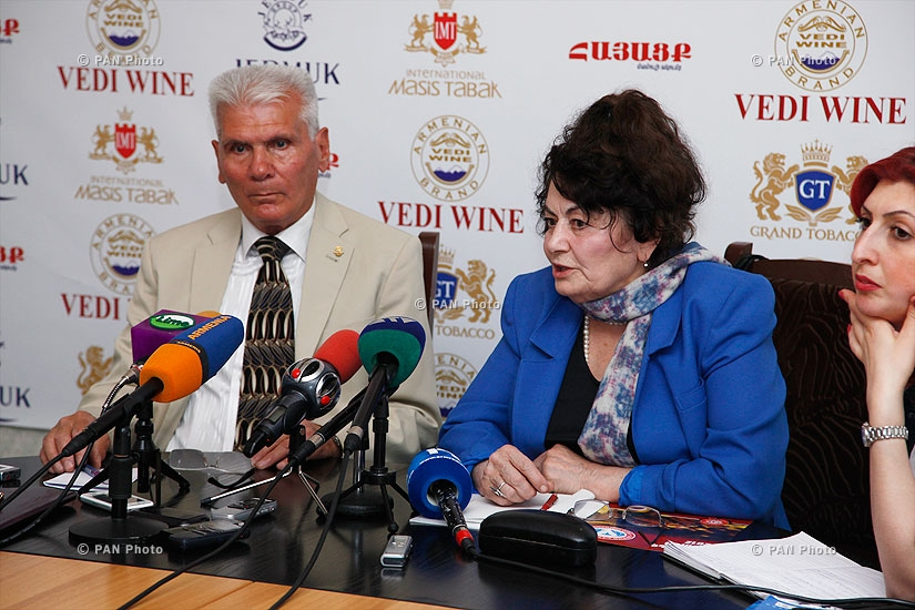 Press conference of National Association of Consumers chairman Melita Hakobyan and  the expert of the association Levon Achemyan