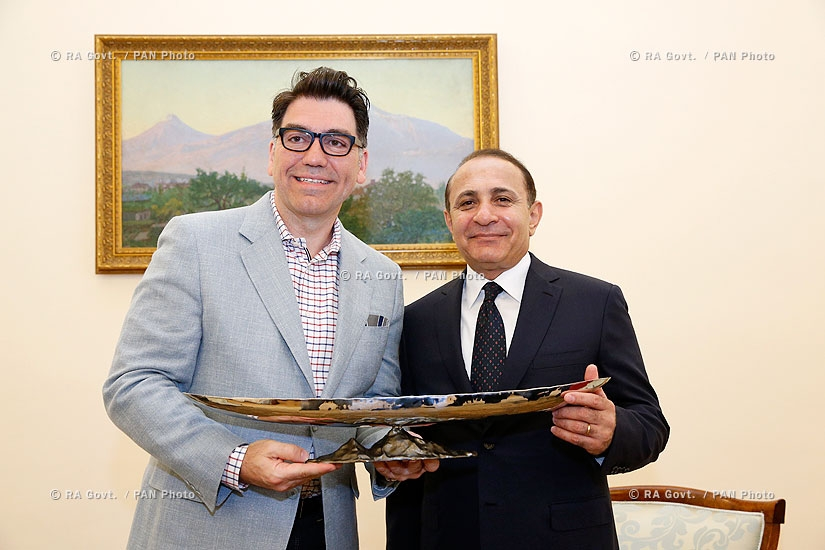 RA Govt.: PM Hovik Abrahamyan receives  renowned designer Michael Aram Wolohojian