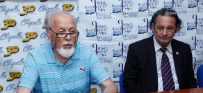 Press conference of pulmonologist Andranik Voskanyan and sociologist Aharon Adibekyan