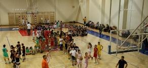 Легендарный литовский баскетболист Шарунас Марчюленис мастер-класс для 120 армянских мальчиков и девочек