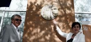 Vladimir Vysotsky commemorative plaque unveiled in Yerevan