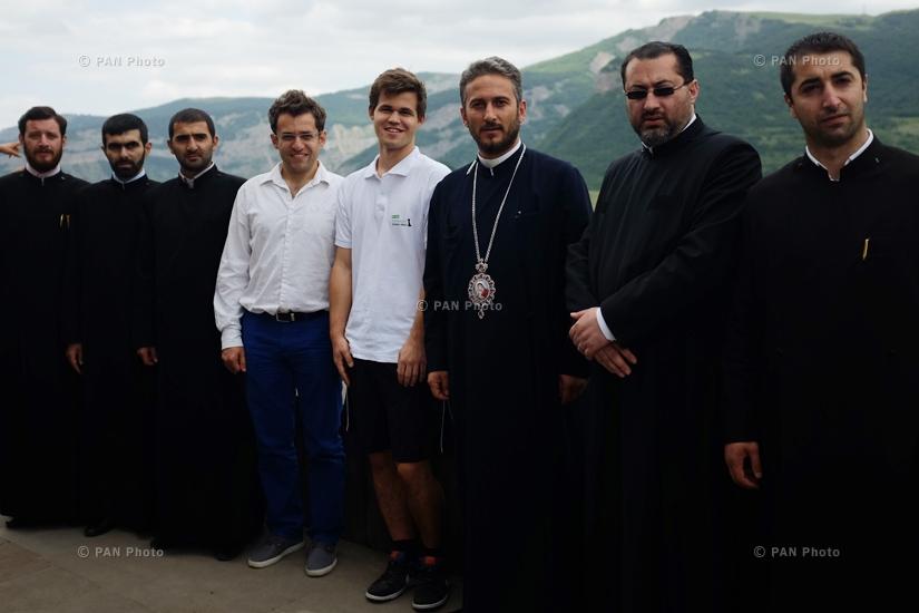 Մագնուս Կարլսենն ու Լևոն Արոնյանը Տաթևում միաժամանակ 10 տախտակի վրա խաղացին վանականների ու բնակիչների հետ