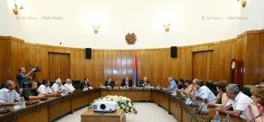 RA Govt.: PM Hovik Abrahamyan receives Nairit plant employees