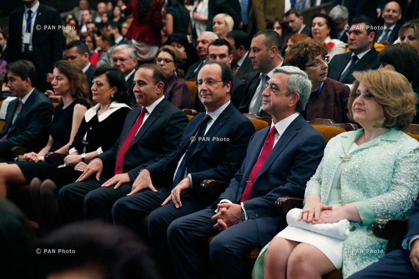 Президент Франции Франсуа Олланд и Президент Армении Серж Саркисян на концерте Шарля Азнавура