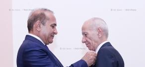 Правительство РА: Директор Национального центра онкологии Айрапет Галтян награжден памятной медалью премьер-министра Армении