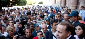 RA Govt.: Armenian PM Hovik Abrahamyan receives trade fair-engaged entrepreneurs