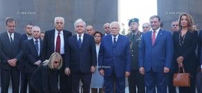 Президент Греции Каролос Папульяс посетил мемориальный комплекс Цицернакаберд