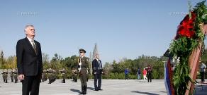 Serbian President Tomislav Nikolić  visits Tsitsernakaberd memorial